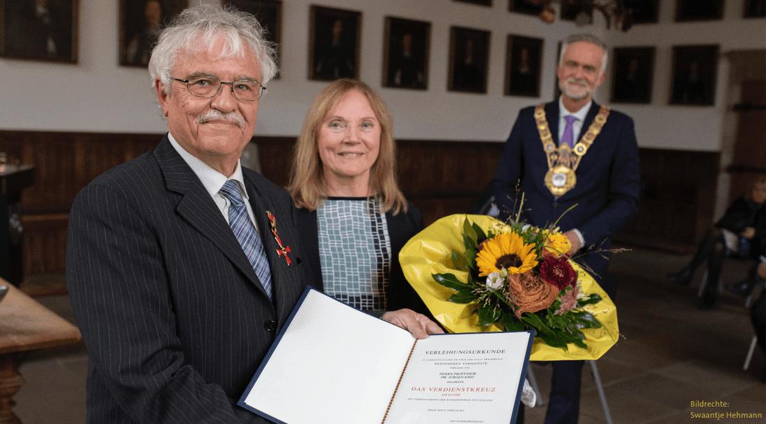 Ehrung des Lebenswerks - Prof. Dr. Jürgen Kriz erhält das Bundesverdienstkreuz